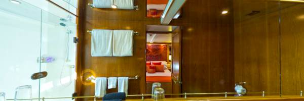 Phoenix One - VIP Stateroom 1, Private ensuite bathroom